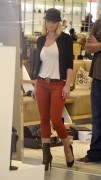 Джэйми Прессли, фото 1232. Jaime Pressly - shopping at Barneys New York in Beverly Hills, 09.11.11, foto 1232