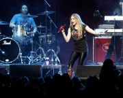 Аврил Лавин, фото 13894. Avril Lavigne Y-100 Jingle Ball at the BankAtlantic Center in Sunrise (10.12.2011), foto 13894