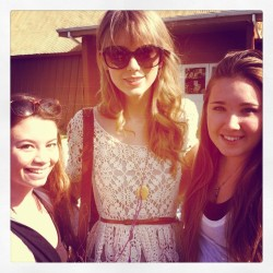 Taylor Swift @ Flea Market in Ventura, CA - 1/28/12 (31 Adds)