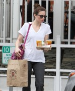 Мэнди Мур, фото 3371. Mandy Moore - At the Urth Cafe in Beverly Hills - 02/13/12, foto 3371