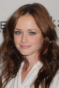 "Alexis Bledel @ *Elle's Next Show* At ""Mercedes Benz"" Fashion Week At Lincoln Center In New York -September 9th 2010- (HQ X13 &18) +Updated & Adds+"