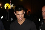 Taylor Lautner on the set of 'Abduction' 968bb298523161